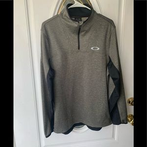 Oakley NWOT 1/4 Zip Lightweight Pull-Over